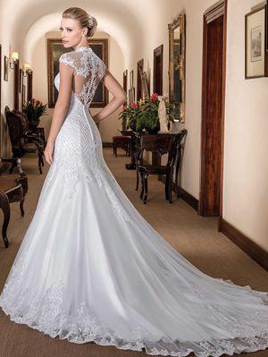 5735f7a42 Vestido de noiva sereia, decote princesa, tule com barrado e aplicações de  renda fio de seda bordadas com pedrarias diversas, treliça bordada com  vidrilhos, ...