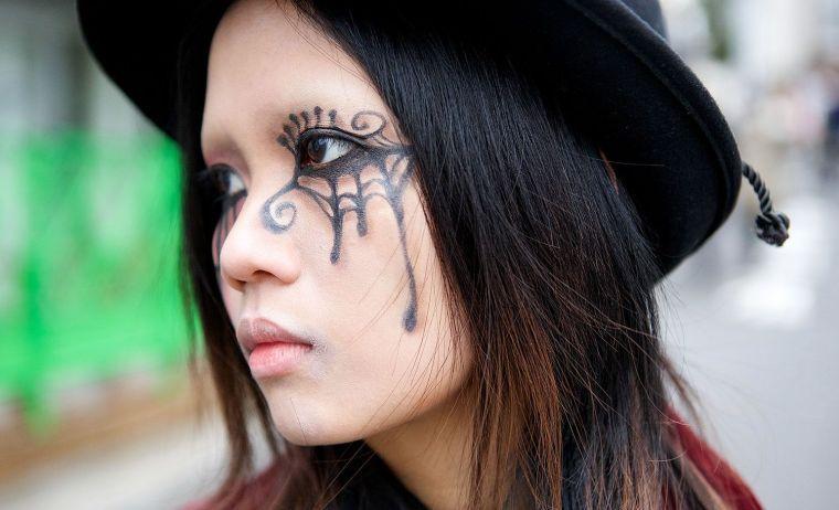 Maquillage halloween femme simple et original inspirations en photos maquillage facile - Maquillage halloween araignee ...