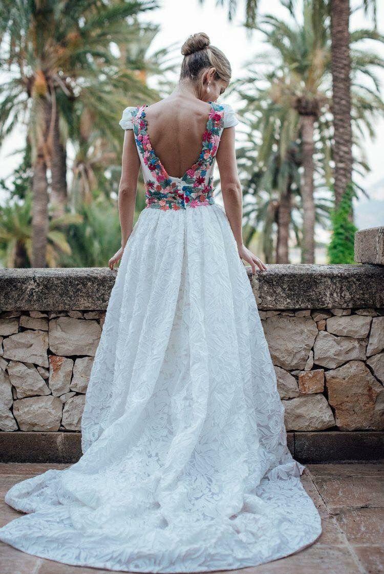 Pin auf gekleurde bruidsjurken