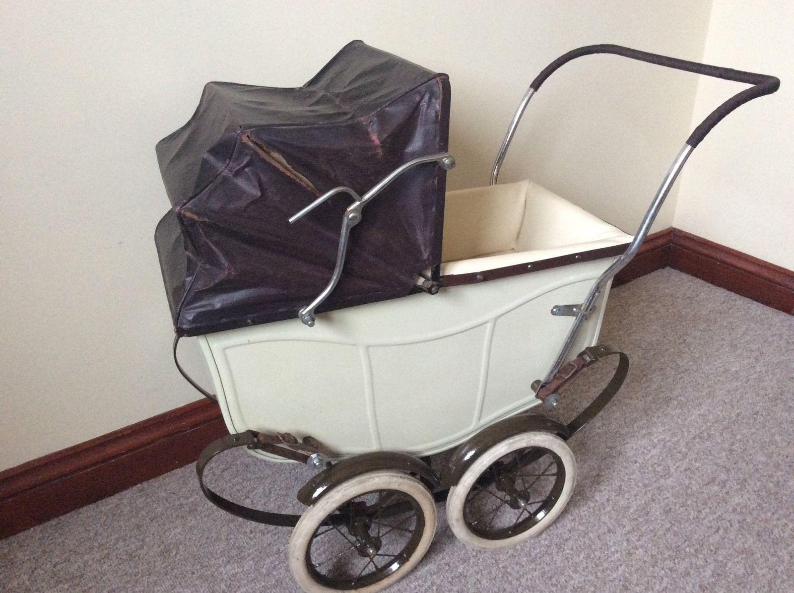 McLarens baby carriage: happy parents, happy child