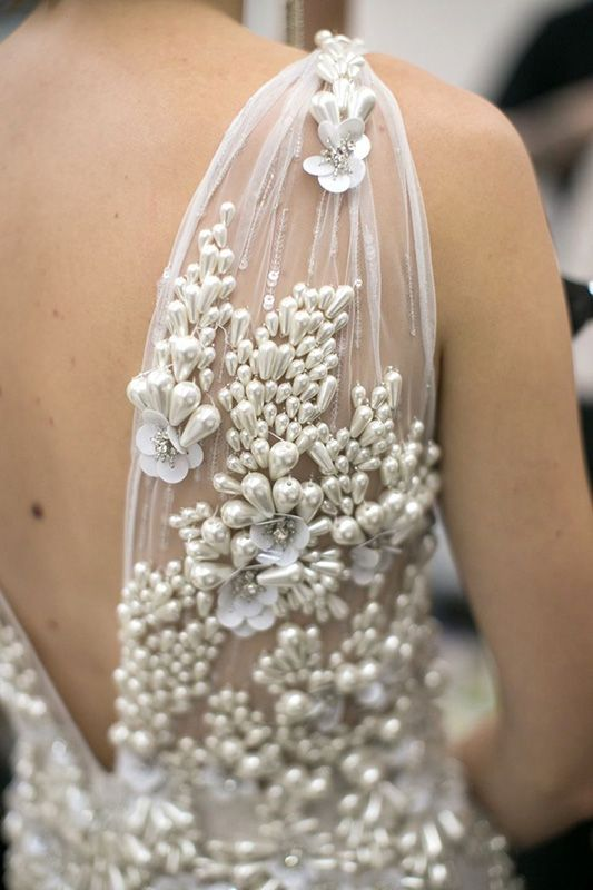 Afternoon, babes! Boy, have I got some serious pretty to share with y'all this lunchtime. We're taking a look at one of the hottest wedding dress trends for the later part of 2015 and right into 2016 too: Floral Textures. Whether it's a heavily detailed neckline, a sprinkling of blooms down your