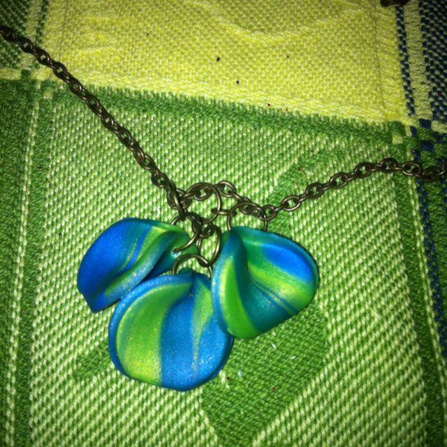 Tri-petal necklace