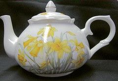 6C Daffodil English Bone China Teapot - Roses And Teacups