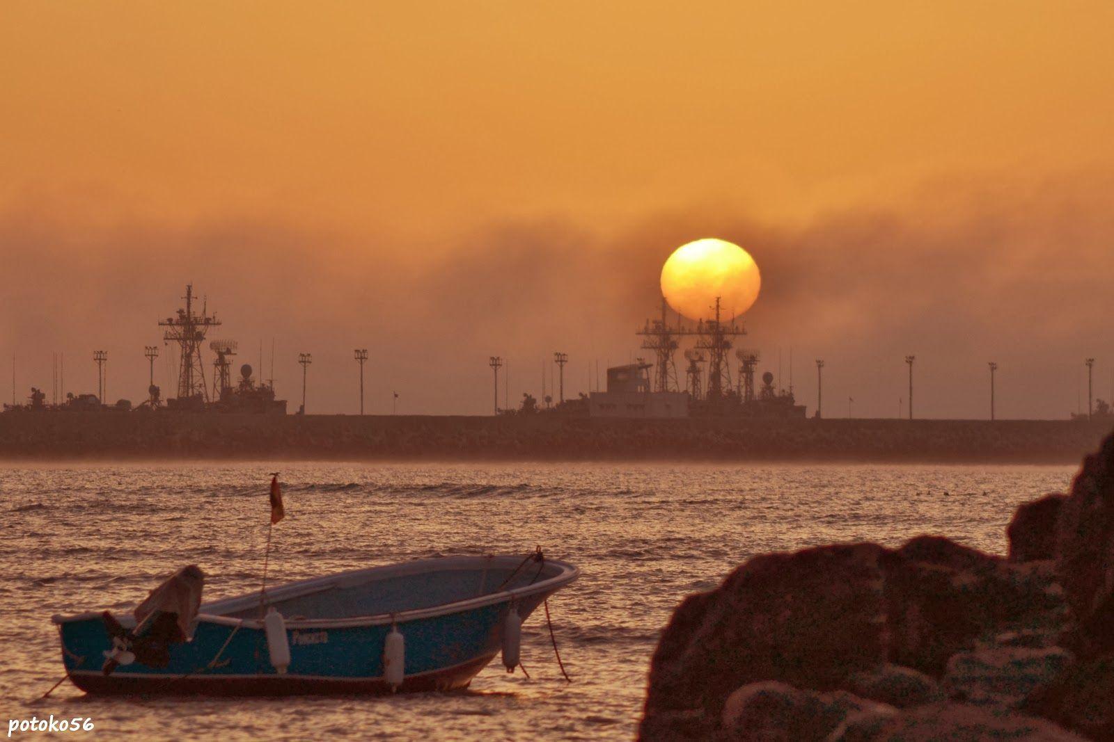 Una barquilla testigo del amanecer de hoy en Rota