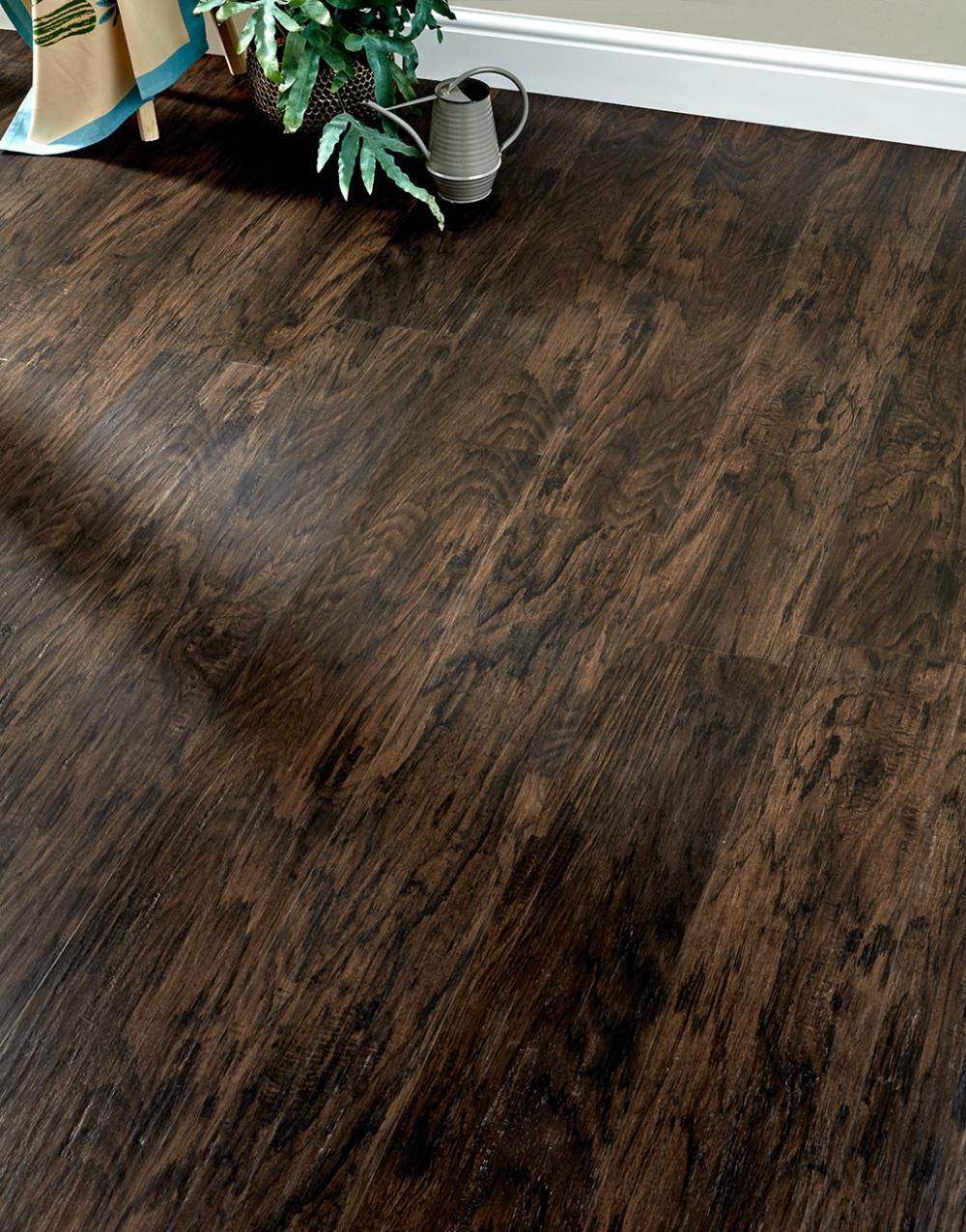 This Milano Click Velvet Walnut Luxury Vinyl Flooring Has An Intense Colour And Fascinating Wood Lvt Flooring Vinyl Flooring Kitchen Luxury Vinyl Tile Flooring