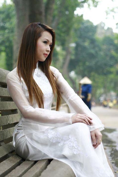 Á Khôi ĐH Bách Khoa: Thướt tha trong áo dài, mộc mạc trong áo bà ba - Giáo Dục VN