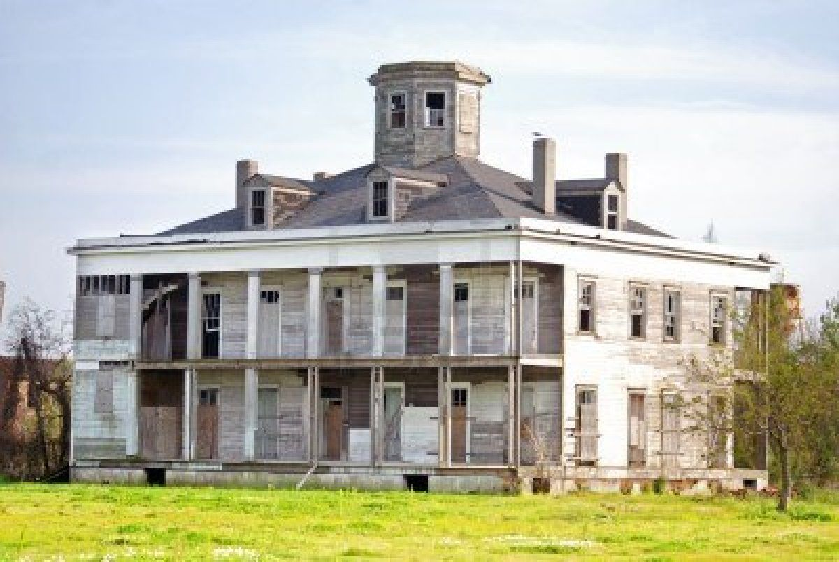 old haunted farm houses google search the house with nobody in it pinterest new orleans. Black Bedroom Furniture Sets. Home Design Ideas