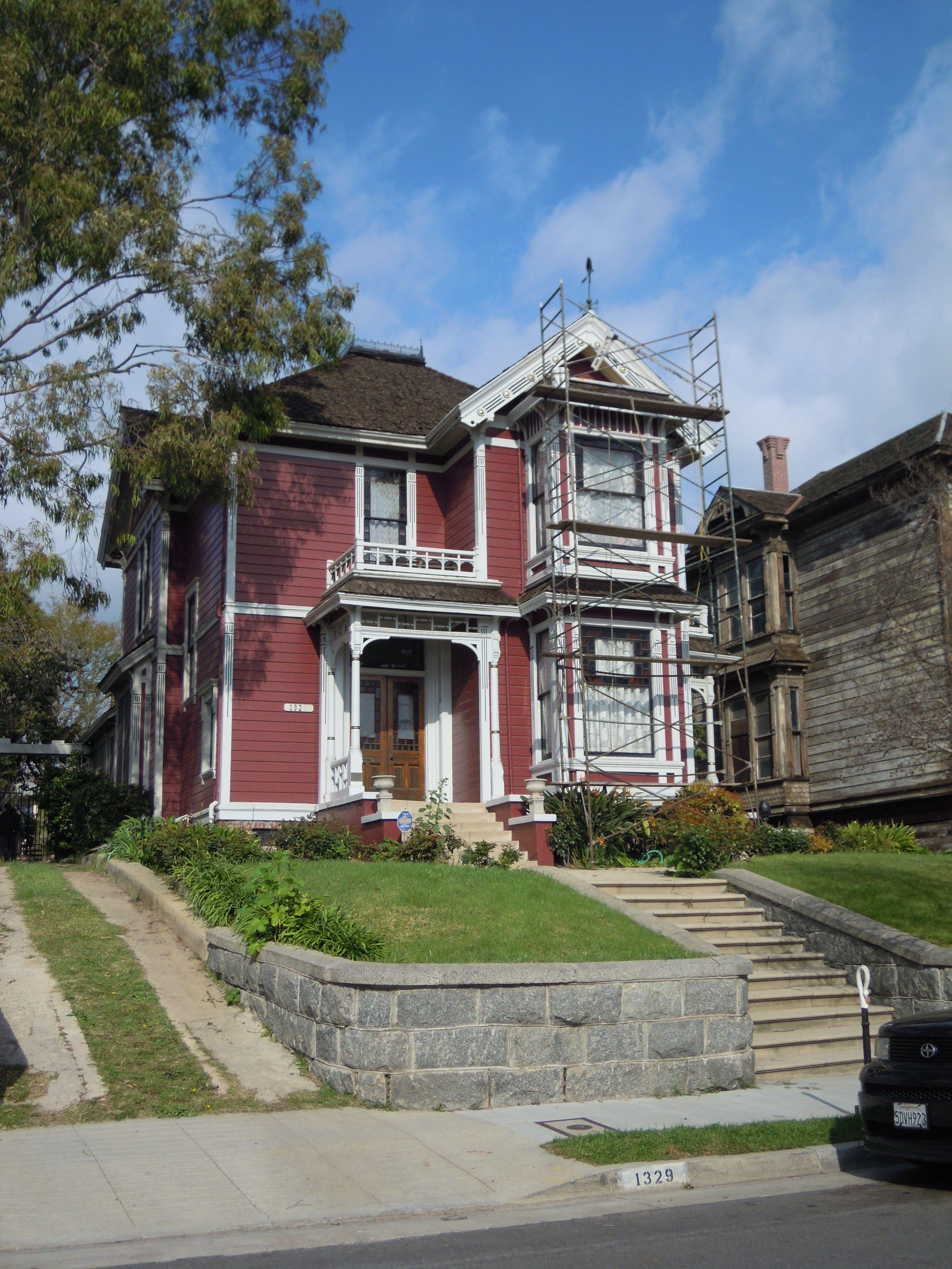 eigentlich wohnten die halliwell schwestern aus charmed doch in san francisco das haus findest. Black Bedroom Furniture Sets. Home Design Ideas