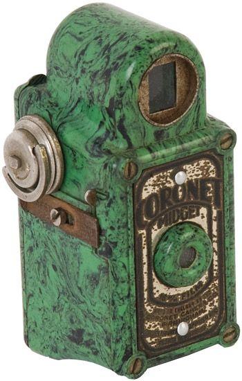 Coronet: Midget Bakelite camera,…