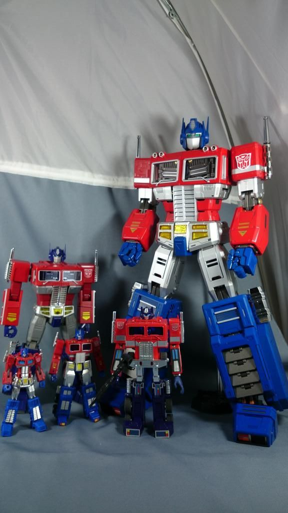 Ultimetal Optimus Prime, with MP-10 and G1