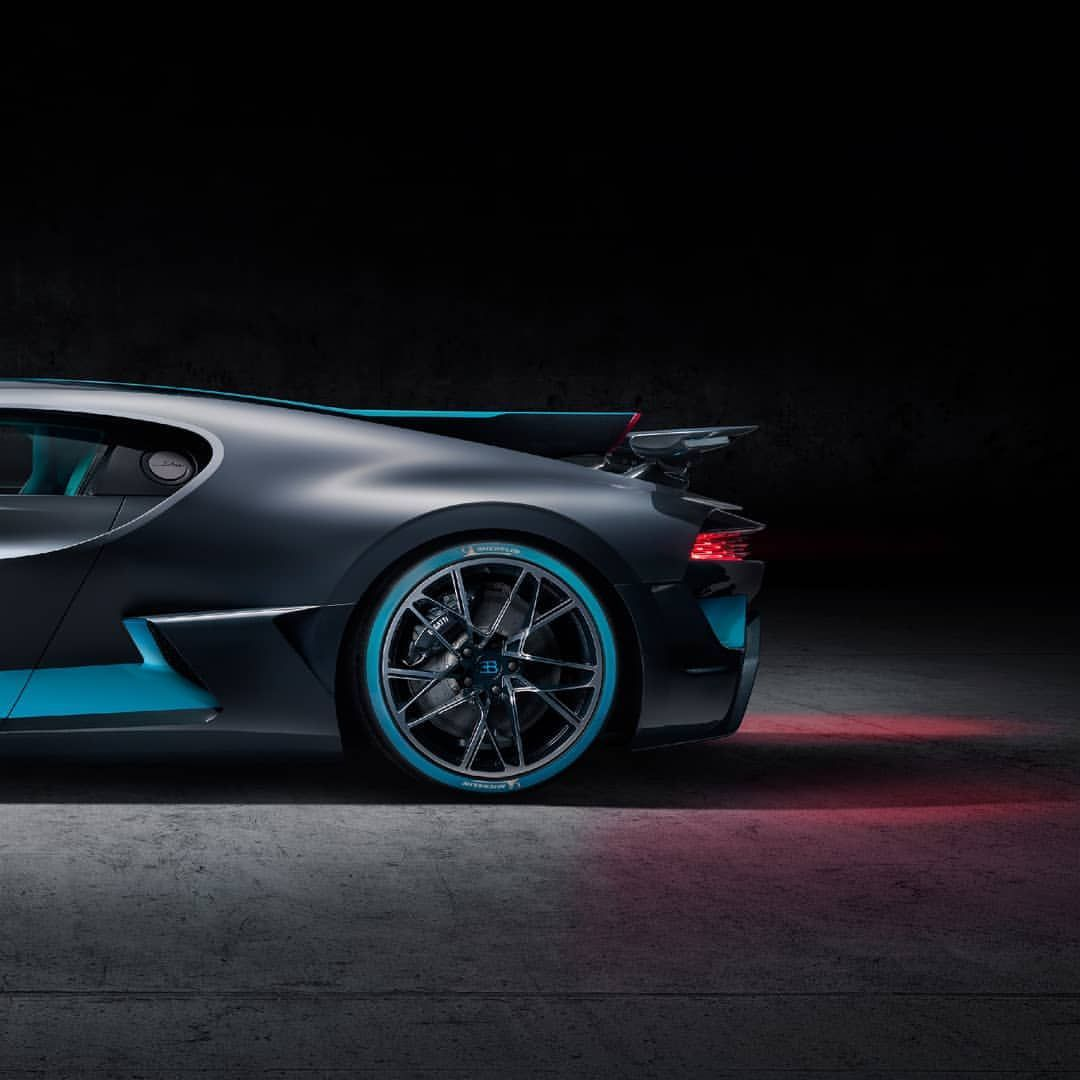 Top 10 Fastest Cars In The World: The Fastest Cars In The World. Sporty Car Body Designs