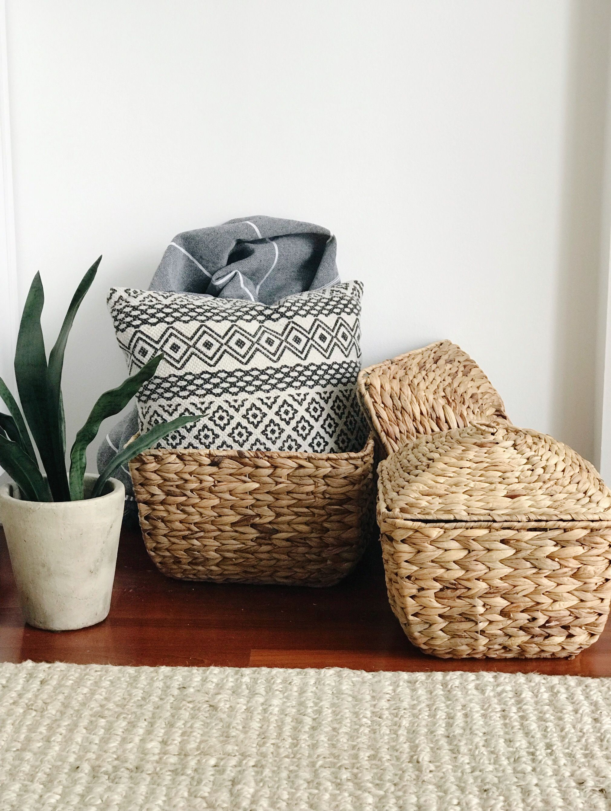 Bamboo Natural Woven Wicker Baskets With Lid Home Decor Bathroom Accessories Storage Tabletop Organizer Wicker Basket With Lid Accessories Storage Basket