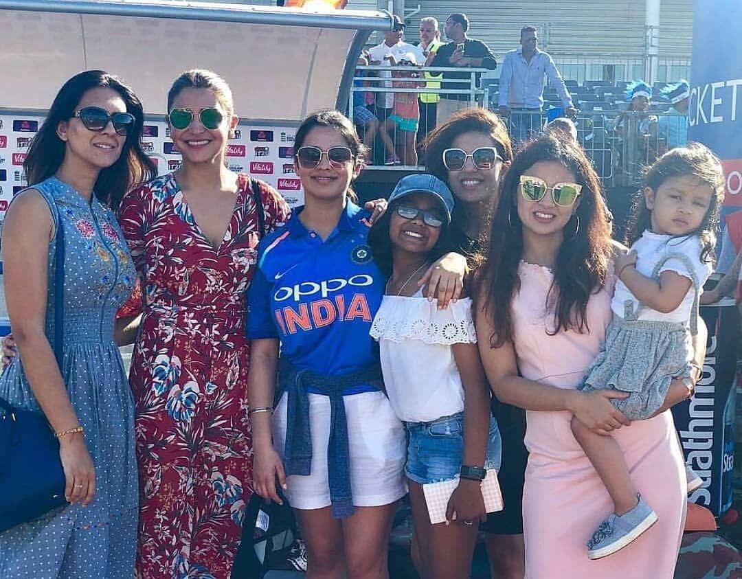 The super family supporting team India anushkasharma