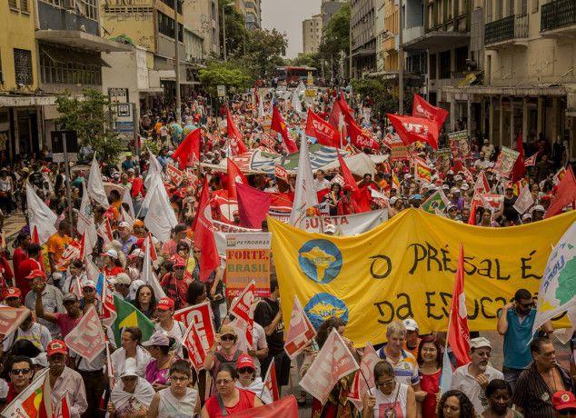 Em defesa da Petrobras e contra ajuste, milhares vão às ruas em BH