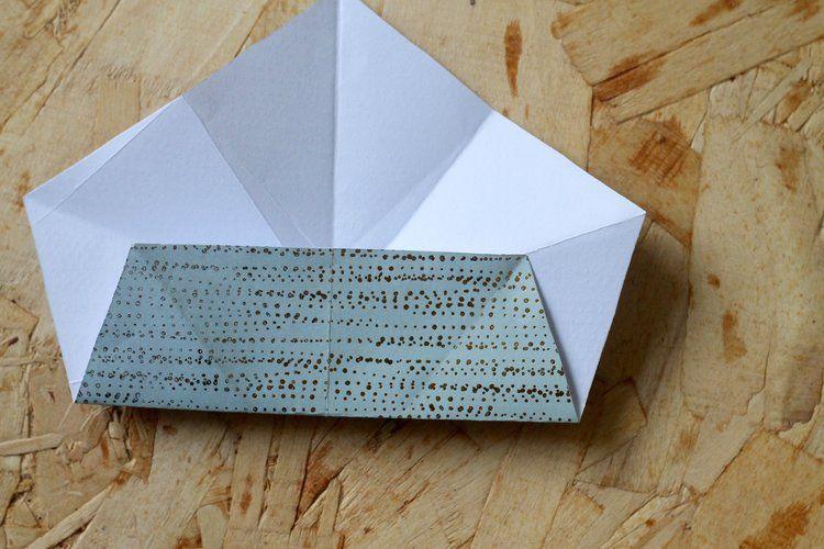 Sådan folder du flotte stjerner af farverigt papir. #julestjernerpapir Sådan folder du flotte stjerner af farverigt papir. — Flair #julestjernerpapir