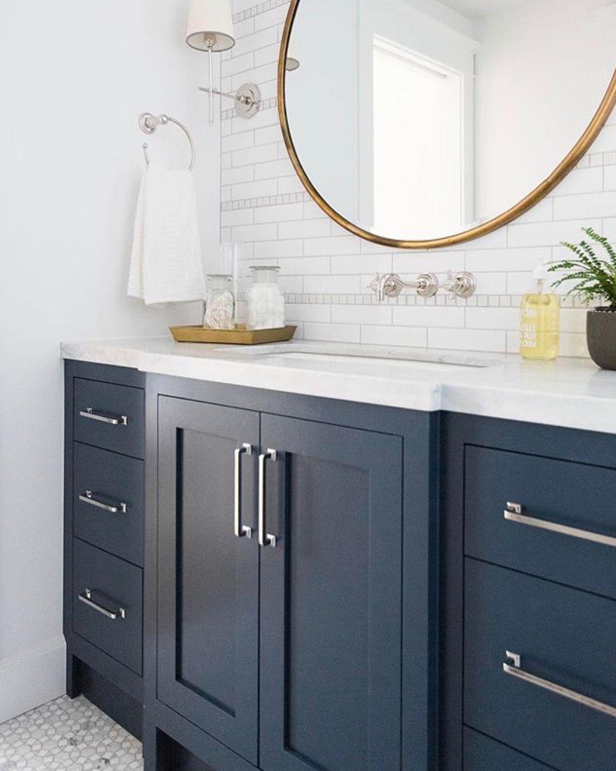 Pin By Ceyda Saral On Home Design Blue Bathroom Vanity Round Mirror Bathroom Navy Blue Bathrooms [ 1582 x 1265 Pixel ]
