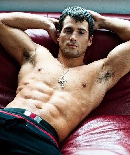 james-interracial-muscle-guys-lick