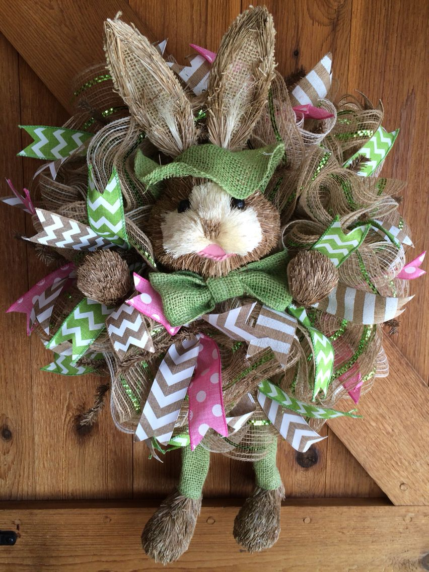 What a cute bunny!!! Christmas wreaths, Easter