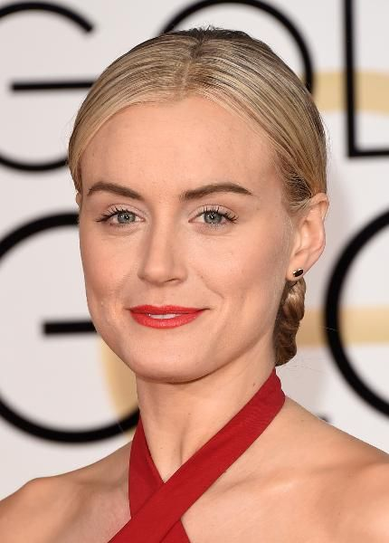 Actress Taylor Schilling Wears An Elsa Peretti 18k Gold Bean Earrings And Schlumberger Enamel Rings Provided By Lovegold