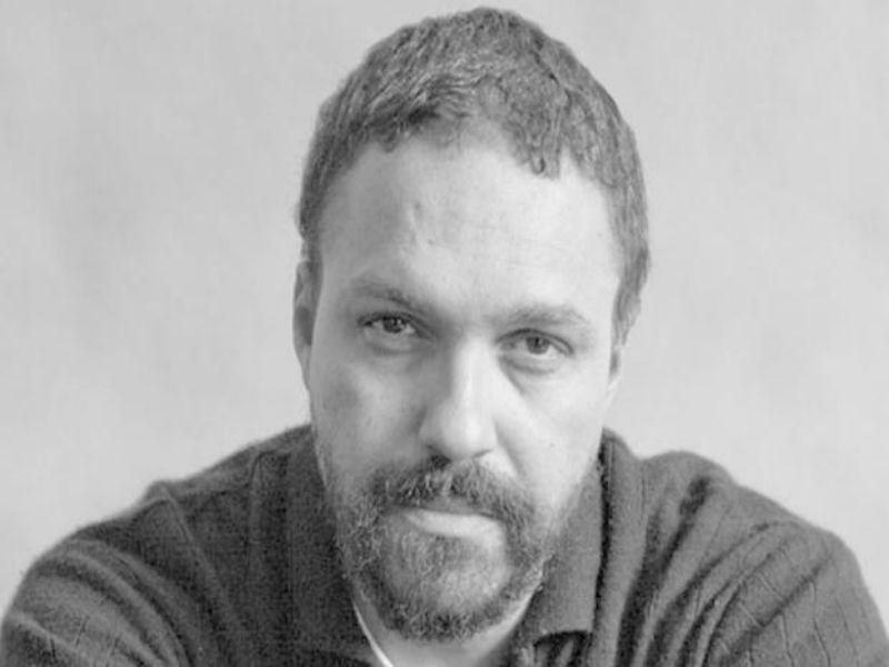 """O premiado escritor Paulo Scott  é o convidado do mês de março para um bate-papo do projeto """"Cabeça de Escritor"""", que privilegia o percurso literário de importantes autores brasileiros contemporâneos."""