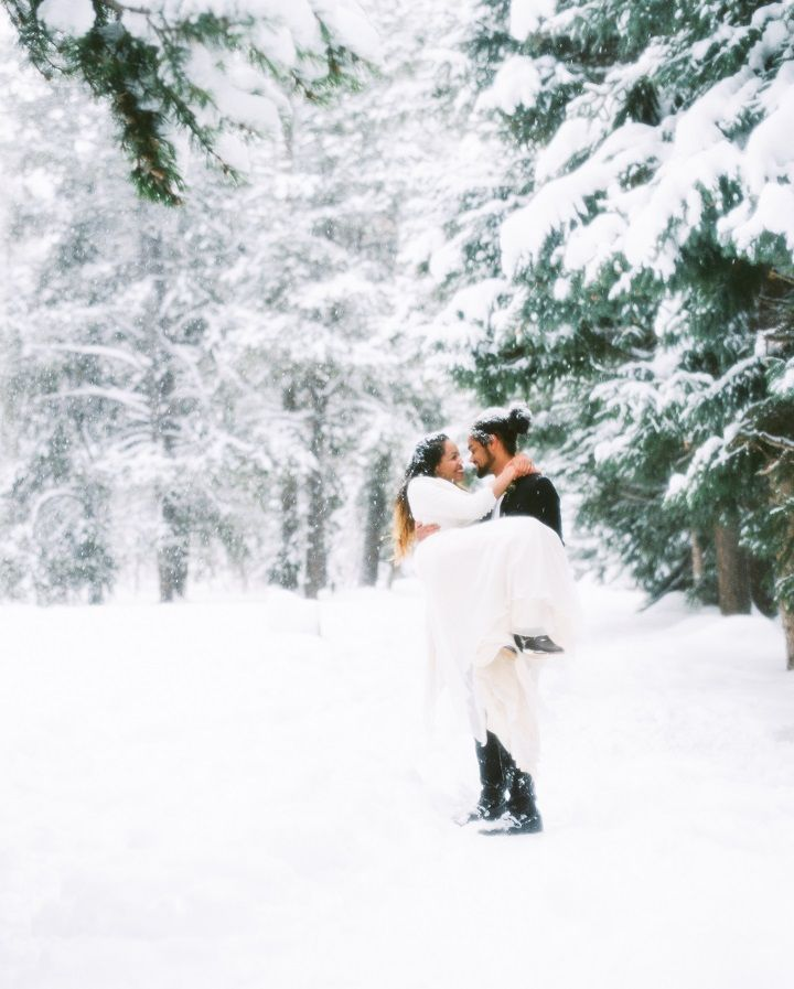 Intimate natural snowy winter elopement in Utah | fabmood.com #winterwedding #elopement #elope #mountainwedding #mountainelopement #brideandgroom #snowywedding #utahwedding