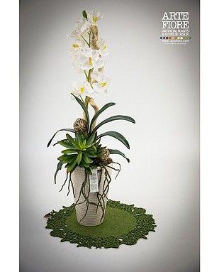 Composizione floreale con fiori artificiali in tessuto - Piante grasse con fiori ...