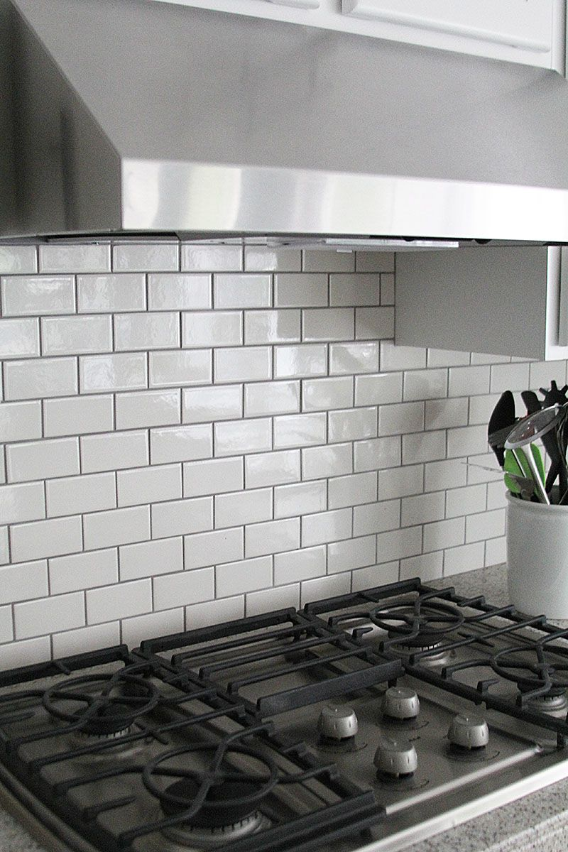how to choose the right subway tile backsplash ideas and more gray grout with white subway tiles helps keep the kitchen from being whitewashed