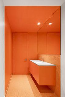 Audacious Colors Reenergize An Old Montreal Home Salles De Bains