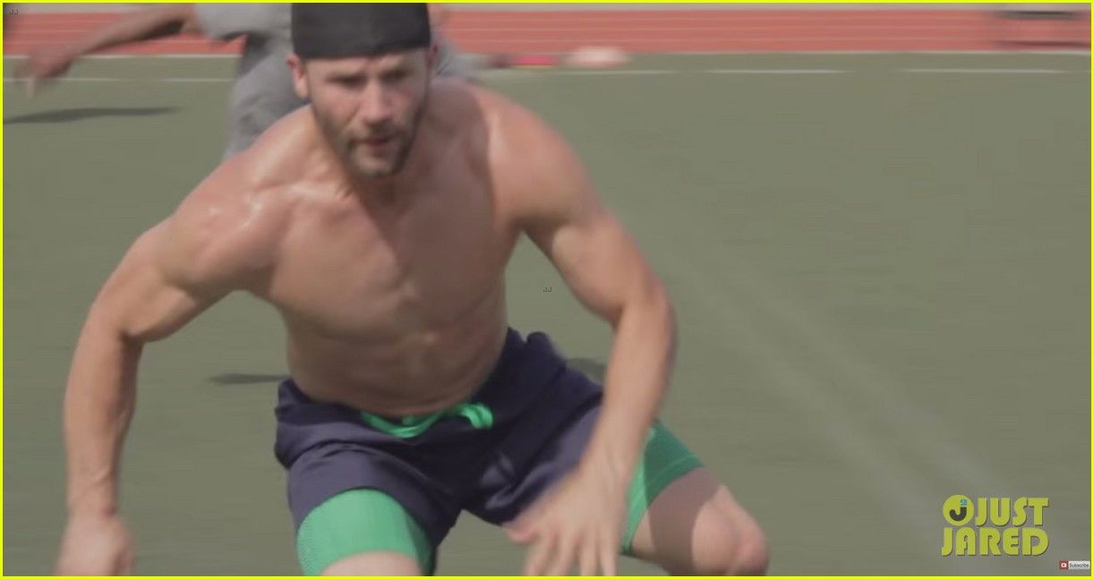 Julian Edelman Does A Shirtless Workout With Jimmy Garoppolo Julian Edelman Does A Shirtless Workout With Jimmy Garoppolo 01 Julian Edelman Edelman Shirtless