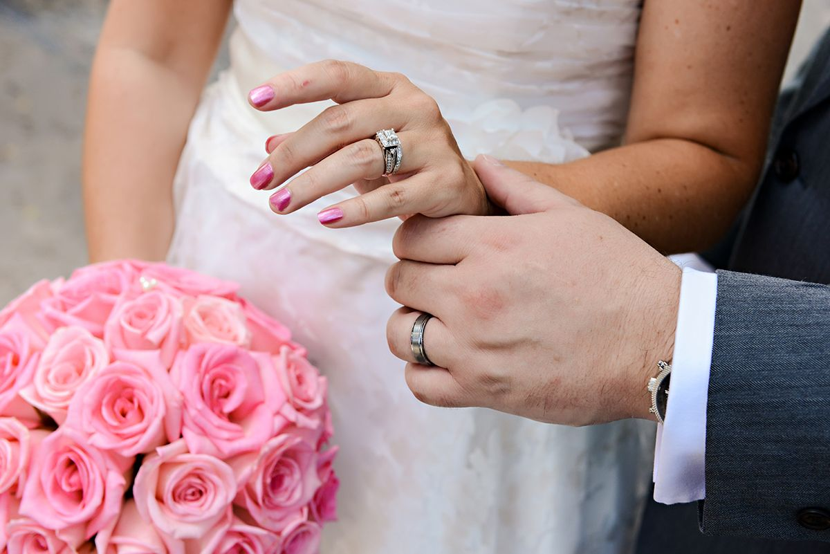 Show off your gorgeous wedding ring with painted nails that match ...