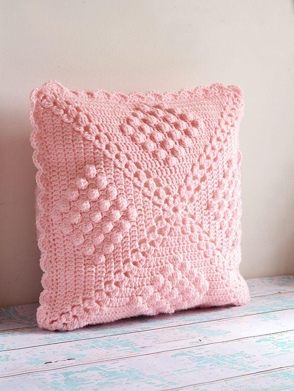 Crochet pillow by Sedef; pattern by Haafner: http://byhaafner ...