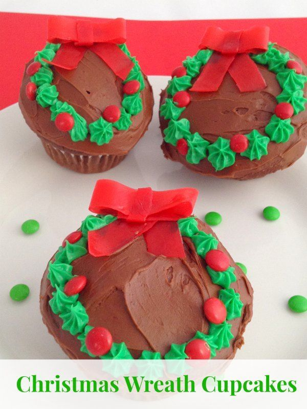 Quick and Easy Christmas Wreath Cupcakes Christmas desserts