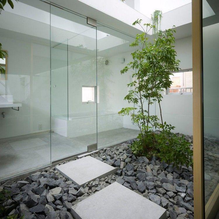 jardin int rieur zen avec pas japonais et tapis de. Black Bedroom Furniture Sets. Home Design Ideas