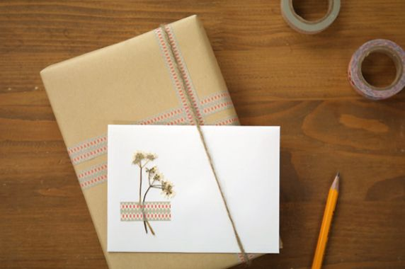 gift-wrapping-ideas-with-washi-tape-morecozy-1