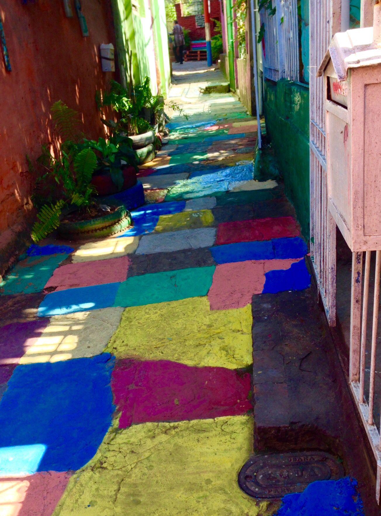 Una callejuela del barrio san Jerónimo .Asuncion - Paraguay
