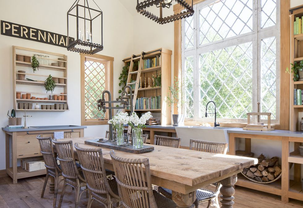 Chip And Joanna Gaines Farmhouse Garden Photos Fixer Upper Gaines Family Garden Project In 2020 Joanna Gaines Dining Room Joanna Gaines Farmhouse Dining Room Wall Decor