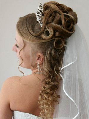 Curly Wedding Hairstyles With Tiaras Wedding Hairstyles For Long Hair Hair Styles Long Hair Wedding Styles