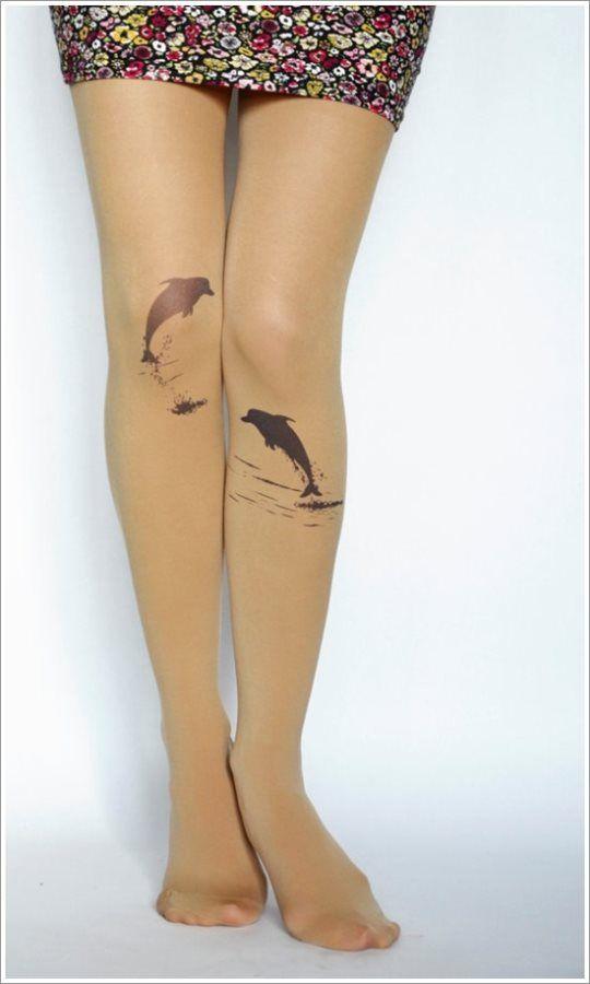 tatouage sur le genou de dauphin | tatouages | dolphins tattoo