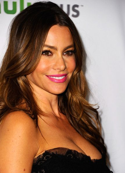 Sofia Vergara Bright Lipstick | Her hair, Sofia vergara hair and ...