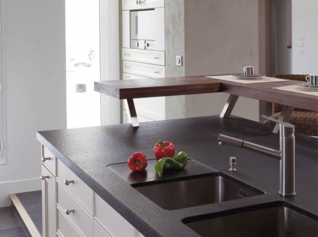 Ilot Central Avec Plan De Travail En Granit Noir W641h478 Jpg 641
