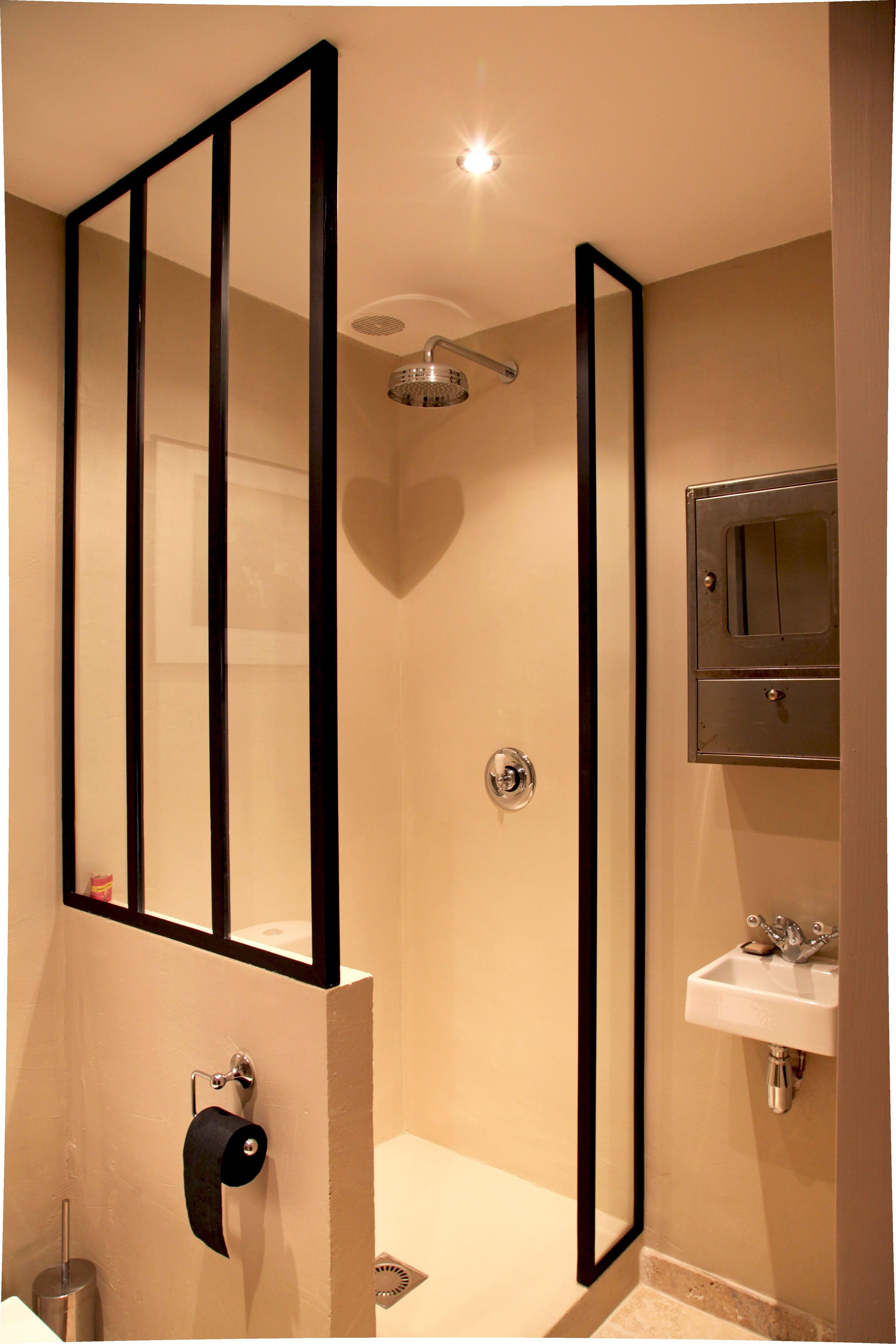 salle d 39 eau avec ferronneries sur mesure salle de bains. Black Bedroom Furniture Sets. Home Design Ideas