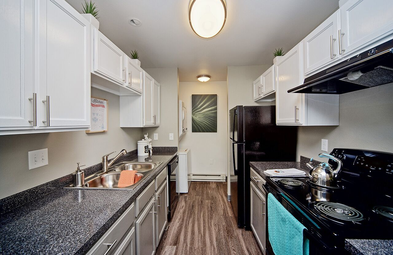 Invite Your Friends Family Over To Entertain In This Newly Renovated Apartment Kitchen The H Apartments For Rent Bedroom Floor Plans 2 Bedroom Floor Plans