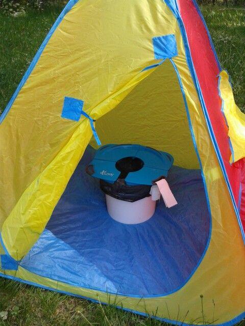 Wc Portatil Para Ninos En El Camping Con Un Simple Cubo Y Un