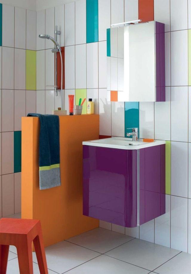 Badezimmer Spiegelschrank Mit Glanzender Oberflache Lila Bump