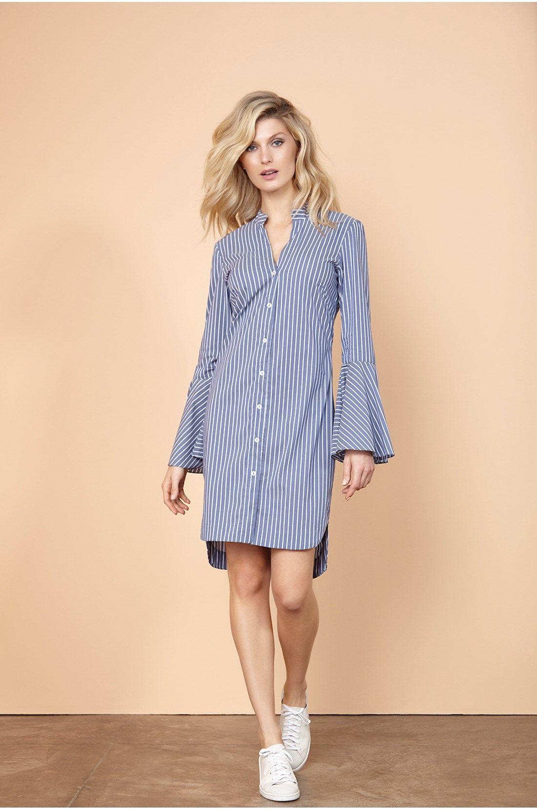 Blusa estilo chemise com listra azul e branca. Botões para abertura ...