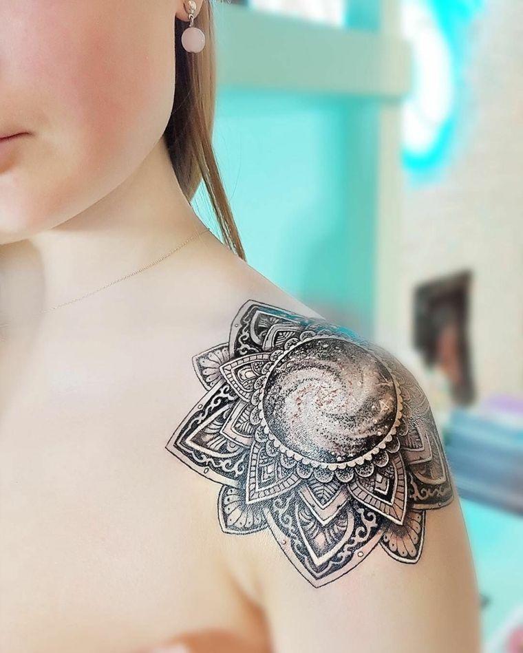 Tatuaggi piccoli particolari femminili disegno di mandala for Tatuaggi donne pin up