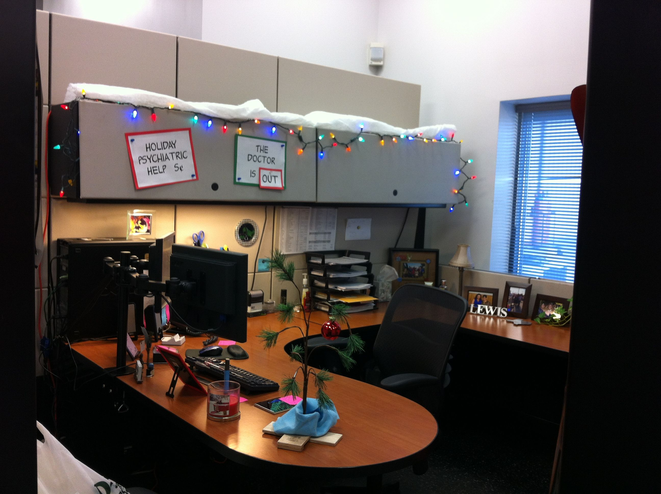 Christmas Merry Cubicle Decorating