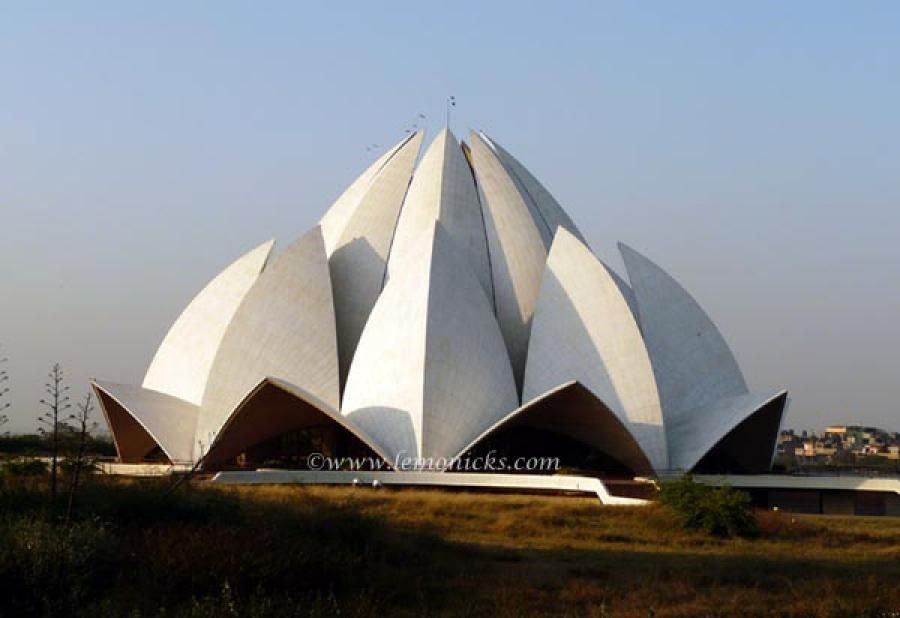 picture of lotus temple in delhi