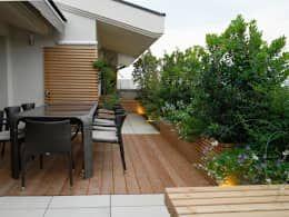 Esse terraço com deck de madeira é super simples de ser construído na laje da sua casa, confira mais ideias!