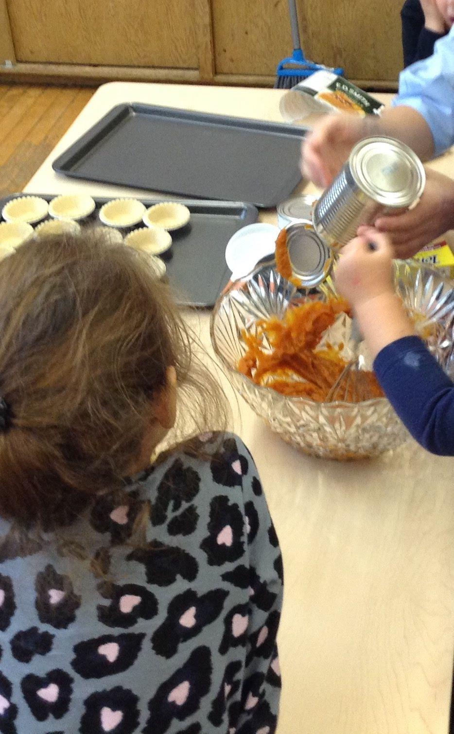 making pumpkin tarts